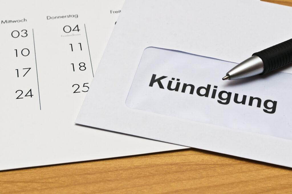 Abmahnung, Kündigung, verhaltensbedingte Kündigung, Arbeitnehmer, Arbeitgeber, Kollege, Mitarbeiter, Chef, Vorgesetzter, Kündigungsschreiben, Verhalten, Unternehmen