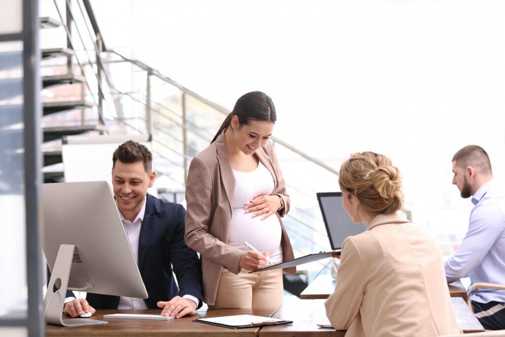 Schwangerschaft, Mitarbeitein, Zuspruch, Unterstützung, Arbeitgeber, Arbeitnehmer, Job, Elterngeld, Elternzeit