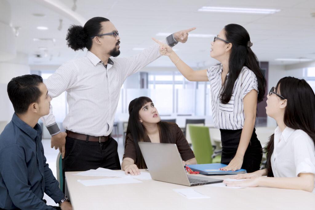 Konflikte im Büro, Konflikte lösen unter Mitarbeitern, Konfliktlösung, Konfliktmanagement, Rollenkonflikt