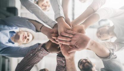 Duzen oder Siezen im Unternehmen: Vor- und Nachteile der Duz-Kultur