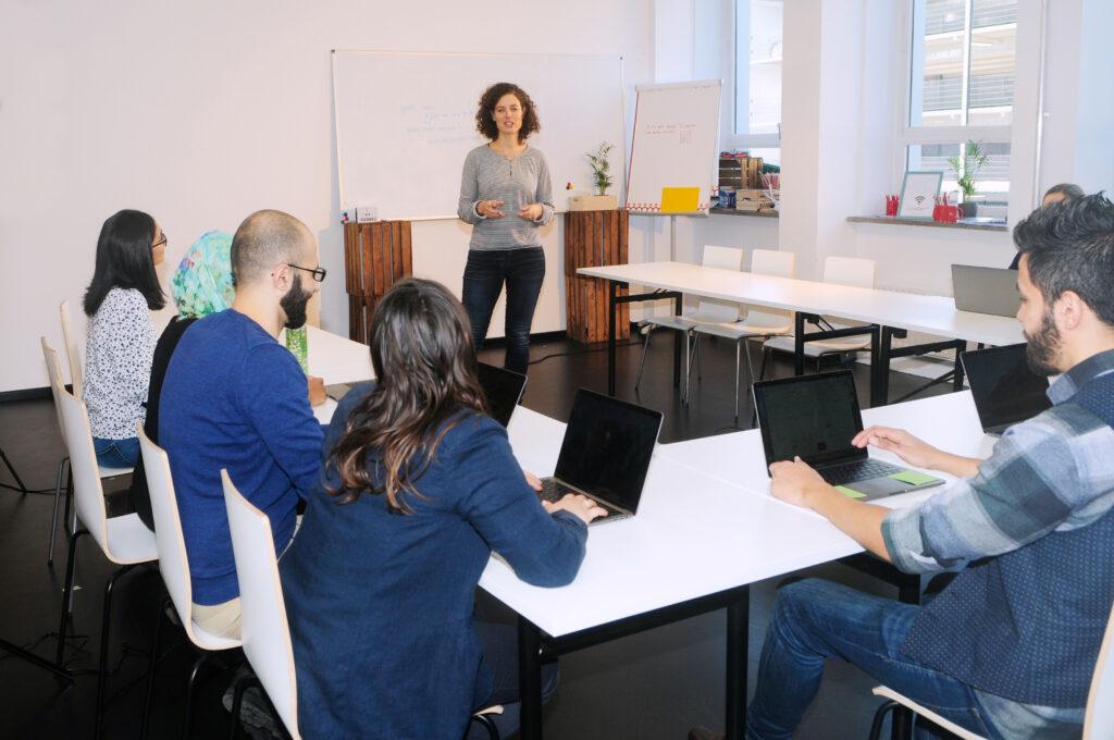 Fortbildung, Weiterbildung, Seminar, Unternehmen, Mitarbeiter, Team, Chef, Arbeitgeber, Arbeitnehmer