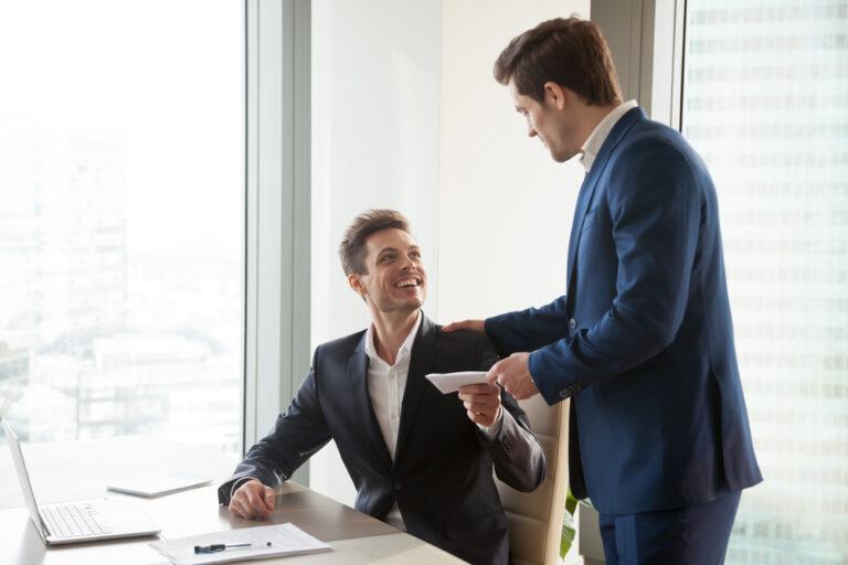 Wann Unternehmen ein Arbeitszeugnis in der Probezeit ausstellen müssen