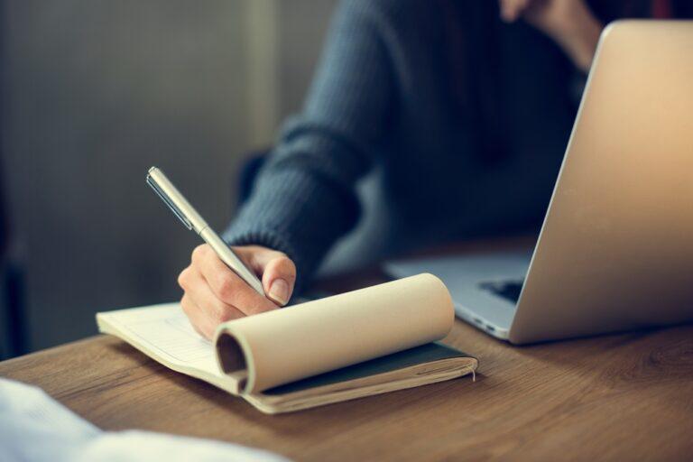 Beurteilung schreiben: Beispiel, Formulierungen und Aufbau