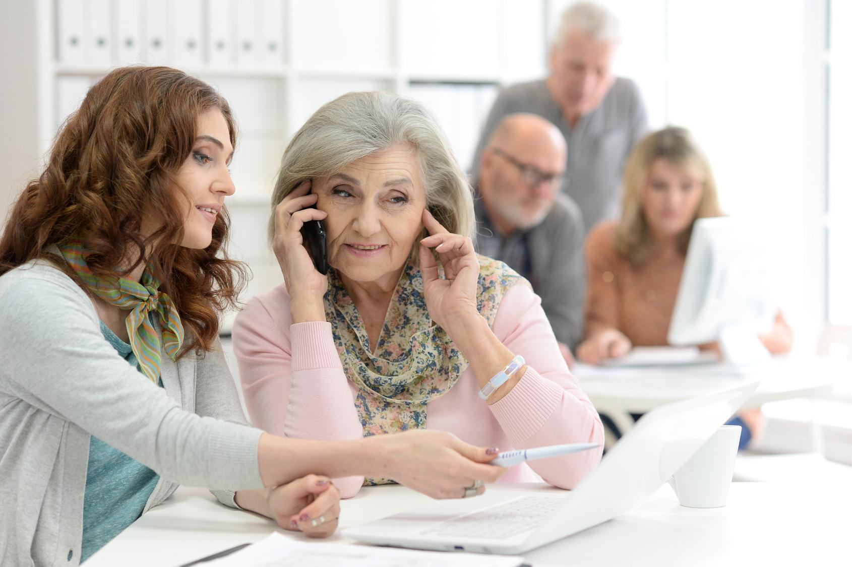 Generationen am Arbeitsplatz: Konflikten durch Kommunikation vorbeugen und die Chancen in der Zusammenarbeit ergreifen