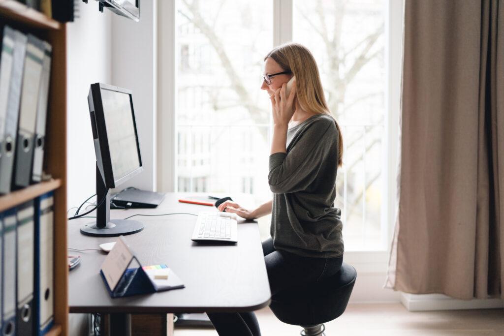 Socializing im Office, Telearbeit, Arbeitsplatz, Telearbeitsplatz, Teleheimarbeit, Arbeitsplatz zu Hause