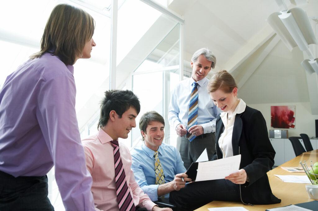 Kooperative Führung, Führungsstil, Vorgesetzter, Chef, Team, Gruppe, Mitarbeiter, Angestellte, Arbeitgeber, Arbeitnehmer, Unternehmen, Arbeitsweise, Brainstorming, Entscheidungen, Entscheidungsfindung,