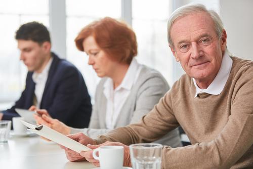 Warum sie als Arbeitgeber von älteren Mitarbeitern profitieren