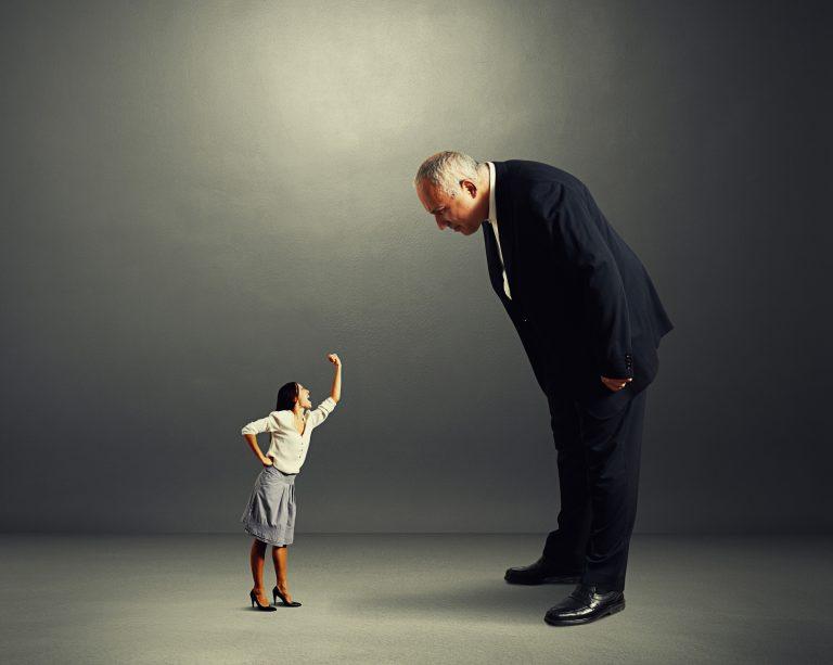 Autoritärer Führungsstil – Merkmale, Definition und Vorteile