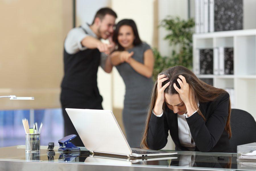 Wie Sie Mobbing am Arbeitsplatz erkennen und Lösungen finden